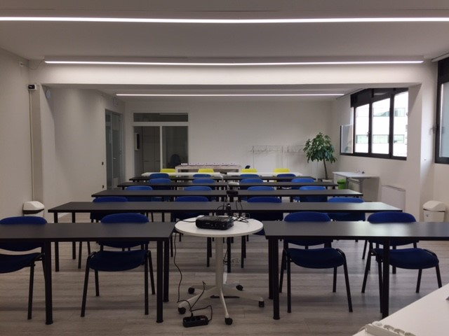 training rooms with multimedia instruments